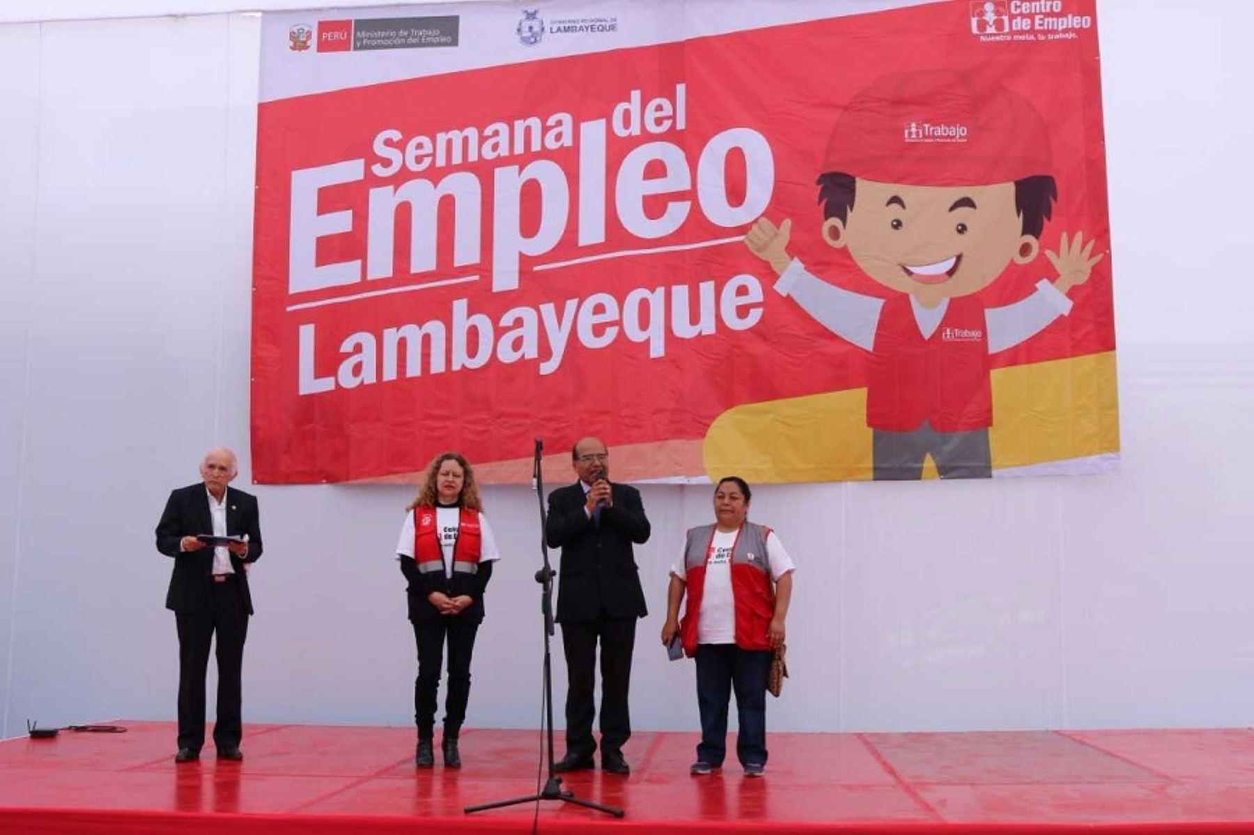 El Centro de Empleo de la Gerencia Regional de Trabajo y Promoción del Empleo y el Ministerio de Trabajo ofrecen 2,500 oportunidades laborales en la Semana del Empleo, que se inauguró en la Casa Comunal de la Juventud de la ciudad de Chiclayo, en la región Lambayeque.