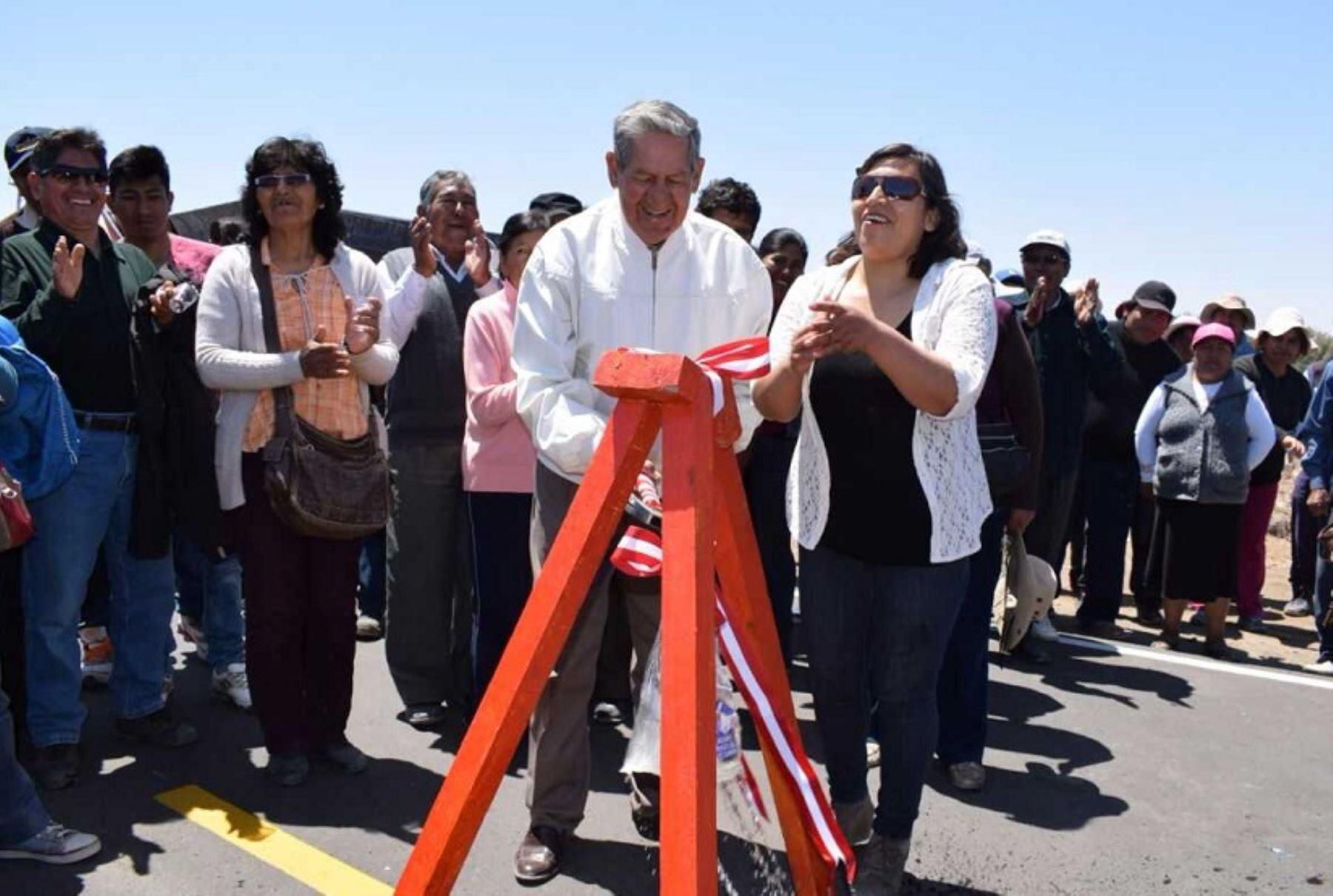 La nueva carretera inaugurada por el alcalde provincial de Tacna, Luis Torres Robledo, en el distrito fronterizo de La Yarada-Los Palos, se convertirá en una importante vía que facilitará el transporte de los productos agrícolas y pesqueros, además de fomentar el turismo, sostuvo la autoridad edilicia.