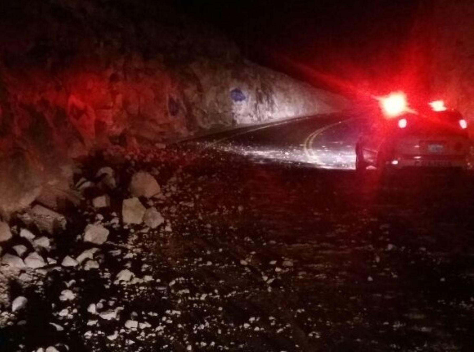 Sismo de 6.3 en Tacna deja cuatro heridos y provoca caída de piedras en vías.