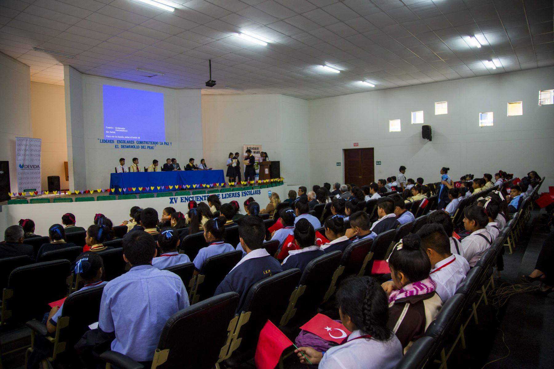 Nobel de Química 2015, Azis Sancar, se reunió con escolares de El Porvenir. ANDINA/Luis Puell