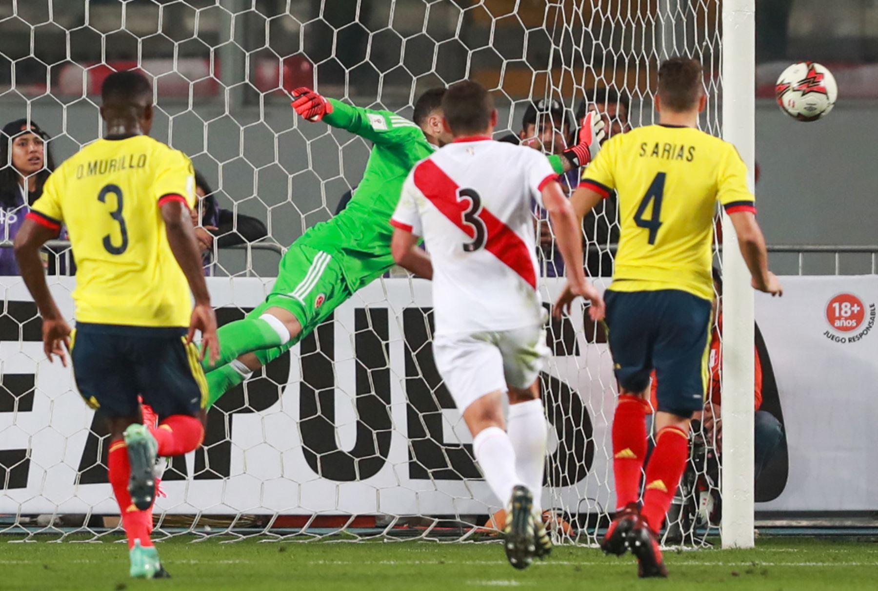 12/10/2017   La selección peruana de fútbol se enfrenta a su similar de Colombia por las eliminatorias sudamericanas a la Copa Mundial de la FIFA Rusia 2018. Foto: ANDINA/Carlos Lezama.