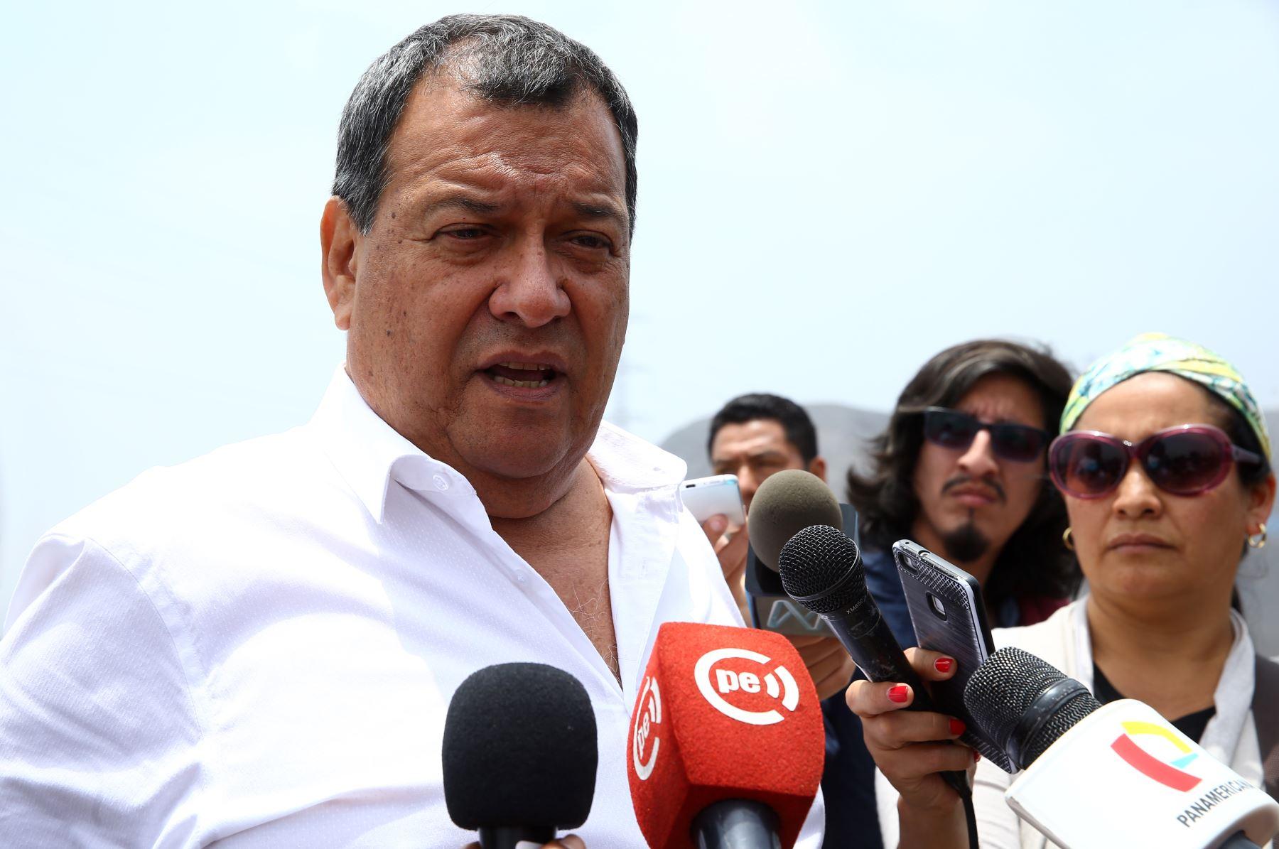 LIMA PERÚ, OCTUBRE 14. Ministro de Defensa, Jorge Nieto supervisa  despliegue del Ejercito en ejercicio post sismo en Lima. Foto: ANDINA/Melina Mejía