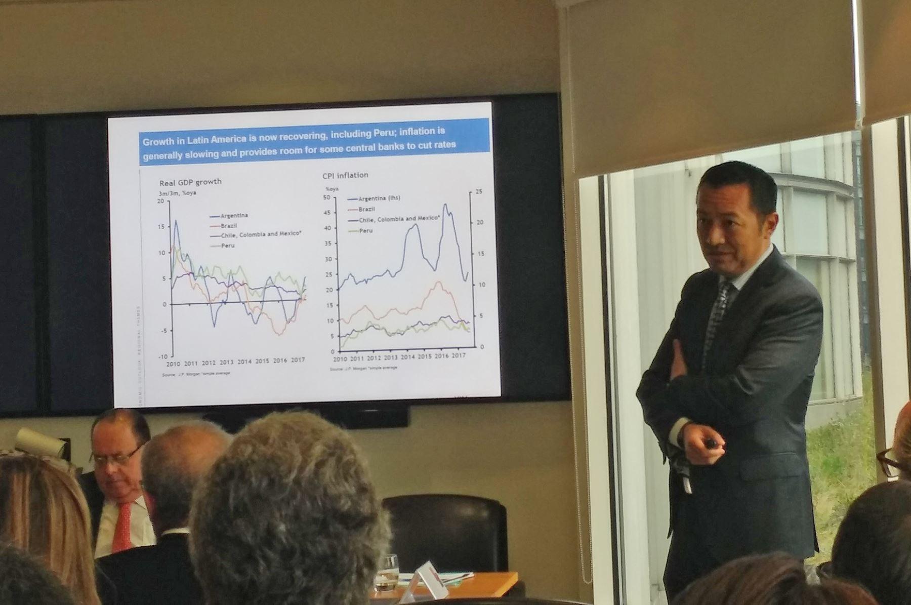 Director global de investigación de mercados emergentes de J.P. Morgan, Luis Oganes. Foto: Andina.