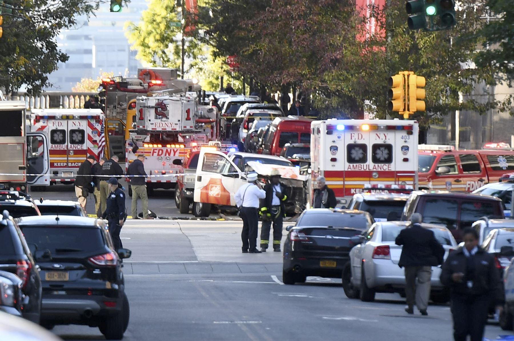 Sujetos atacan a personas en escuela de Nueva York