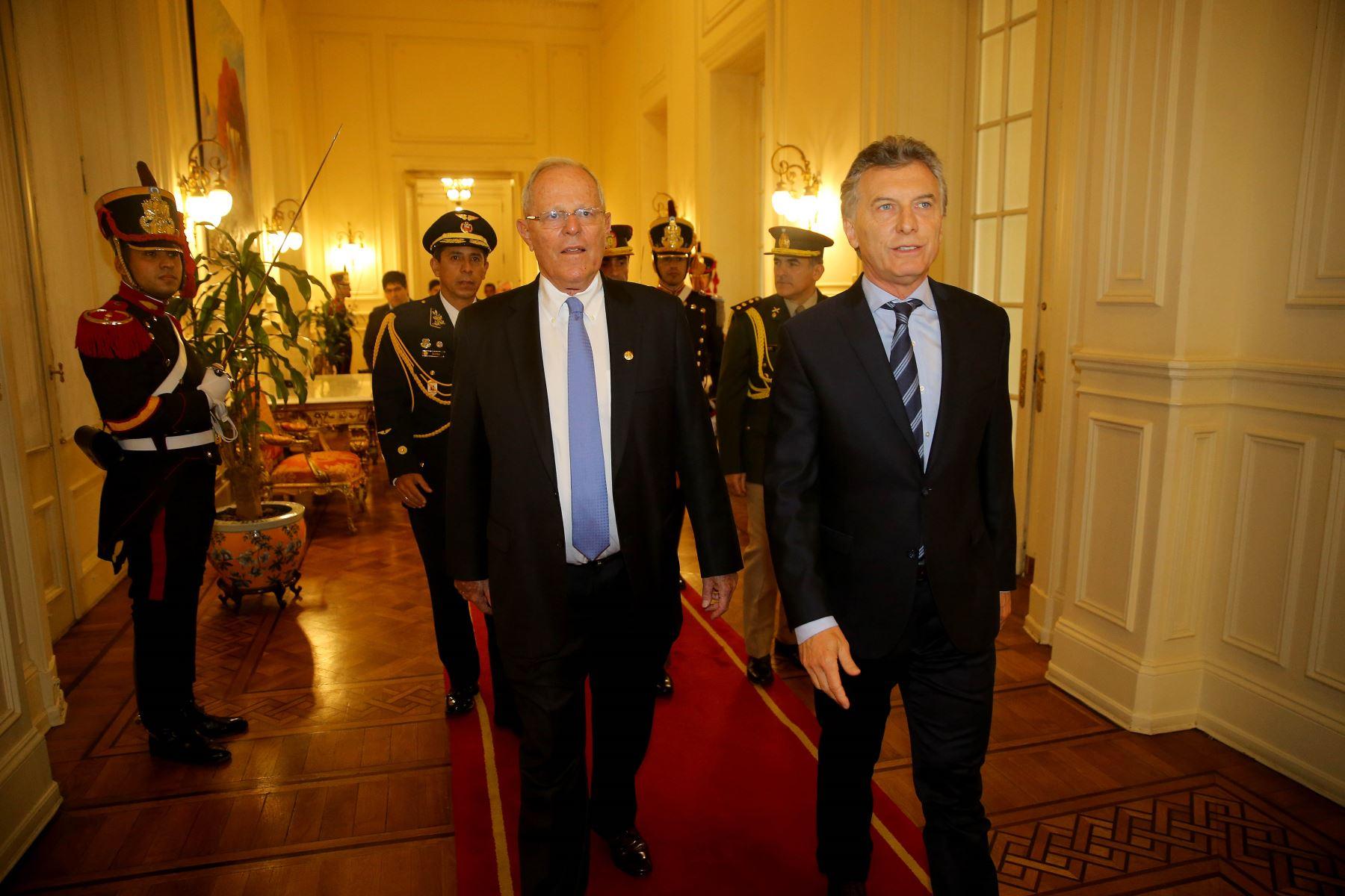Perú envía avión a apoyar búsqueda de submarino argentino