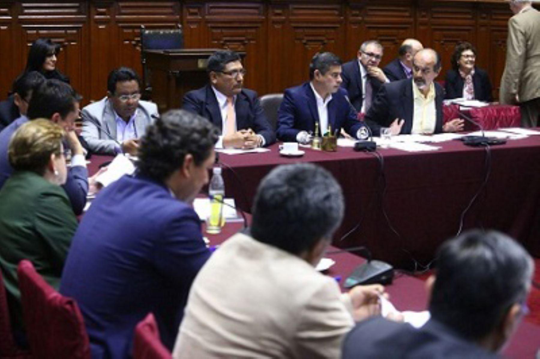 Congreso aprueba viajes de PPK a Chile y Colombia