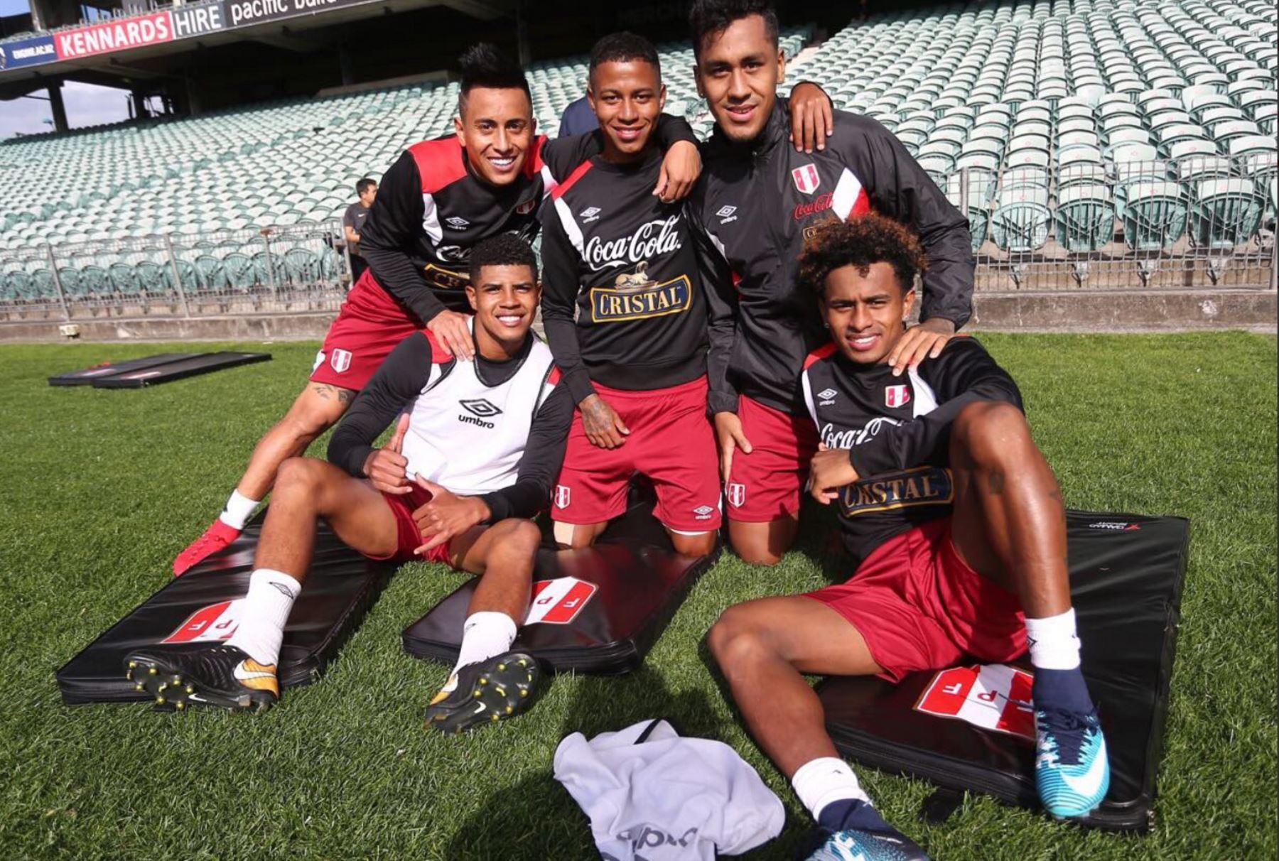 La selección peruana de fútbol realiza su primer entrenamiento en Nueva Zelanda. Foto: ANDINA/ FPF