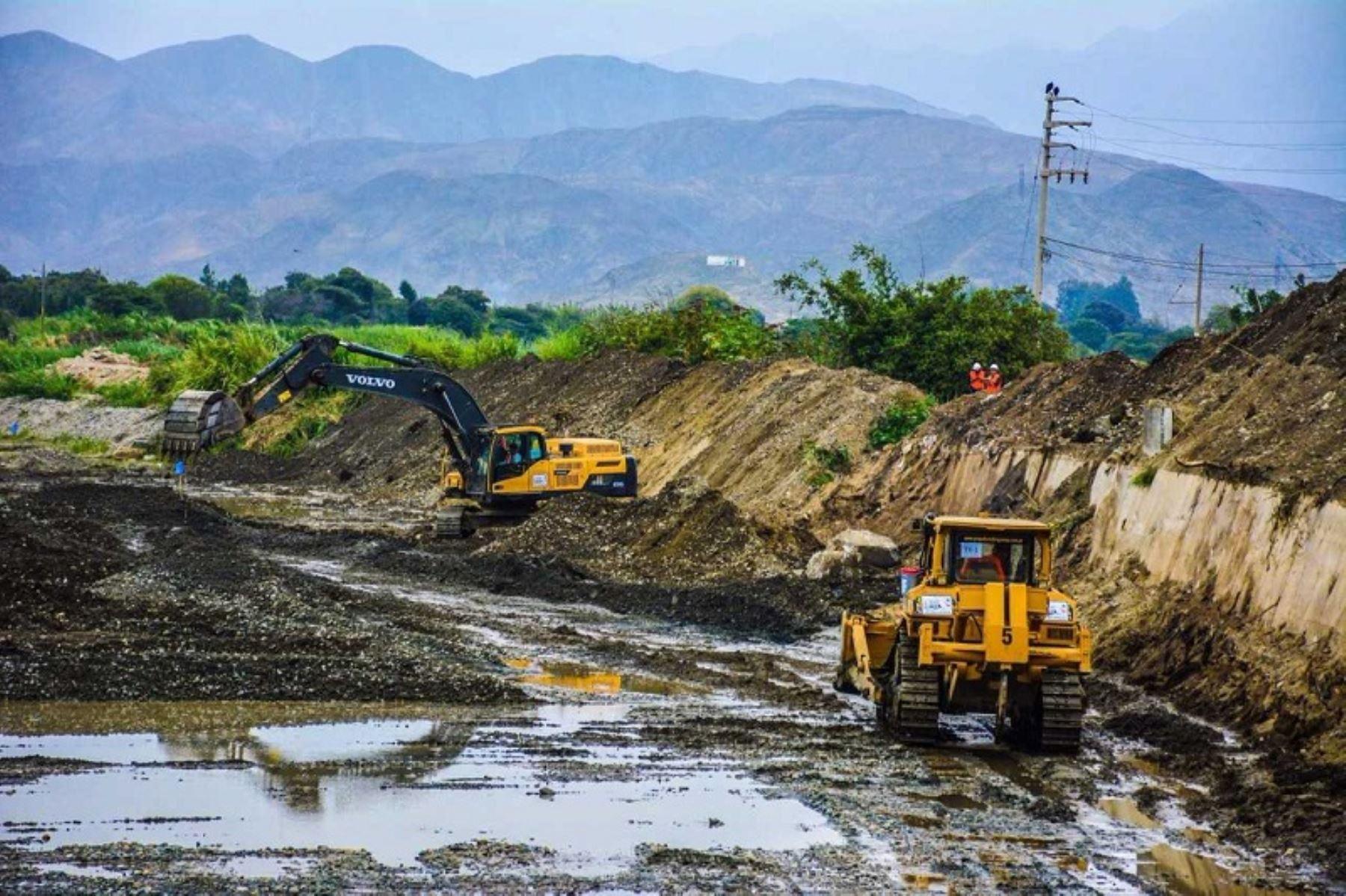 Los trabajos de descolmatación en los ríos Huarmey y Sechín, en la provincia de Casma, avanzan como parte de las labores de prevención frente a la próxima temporada de lluvias, informó el gerente regional en Áncash de la Autoridad para la Reconstrucción con Cambios, Manuel Bambarén Miasta.