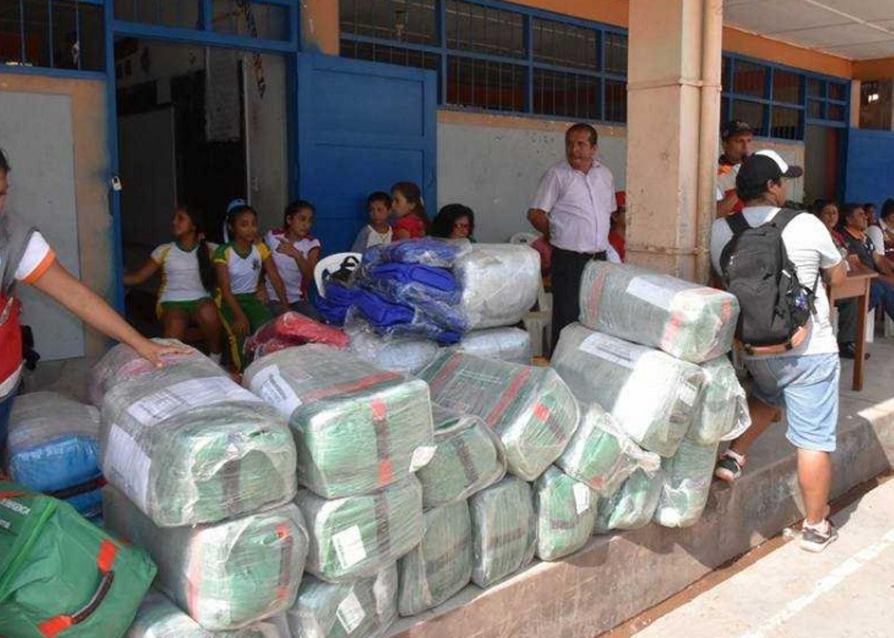 Colegios afectados por inundación en Picota reciben asistencia técnica y soporte emocional, entregados por el Gobierno Regional de San Martín.