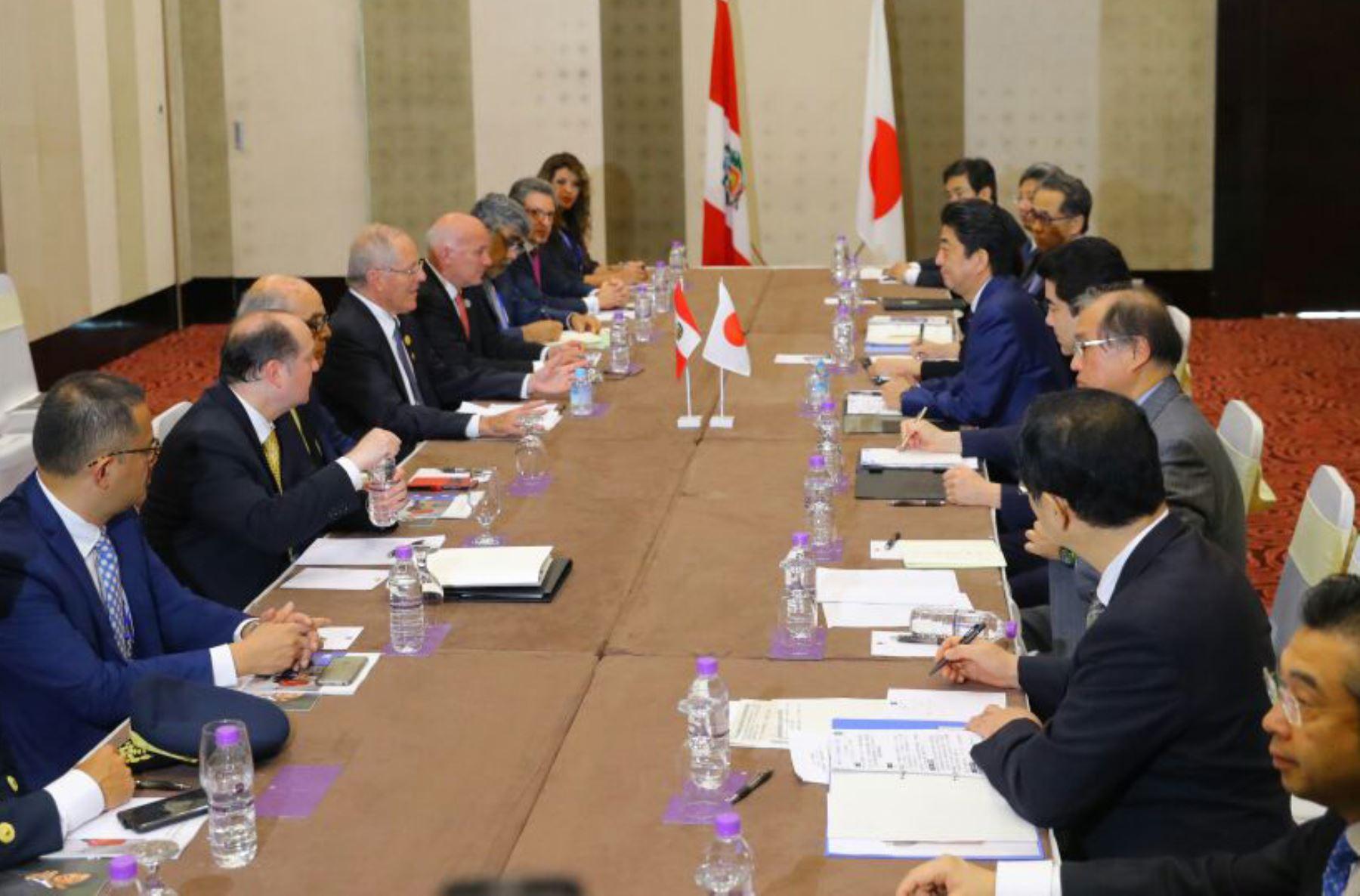 Presidente Kuczynski y primer ministro japonés, Shinzō Abe sostuvieron encuentro bilateral en APEC 2017.Foto:ANDINA/Presidencia
