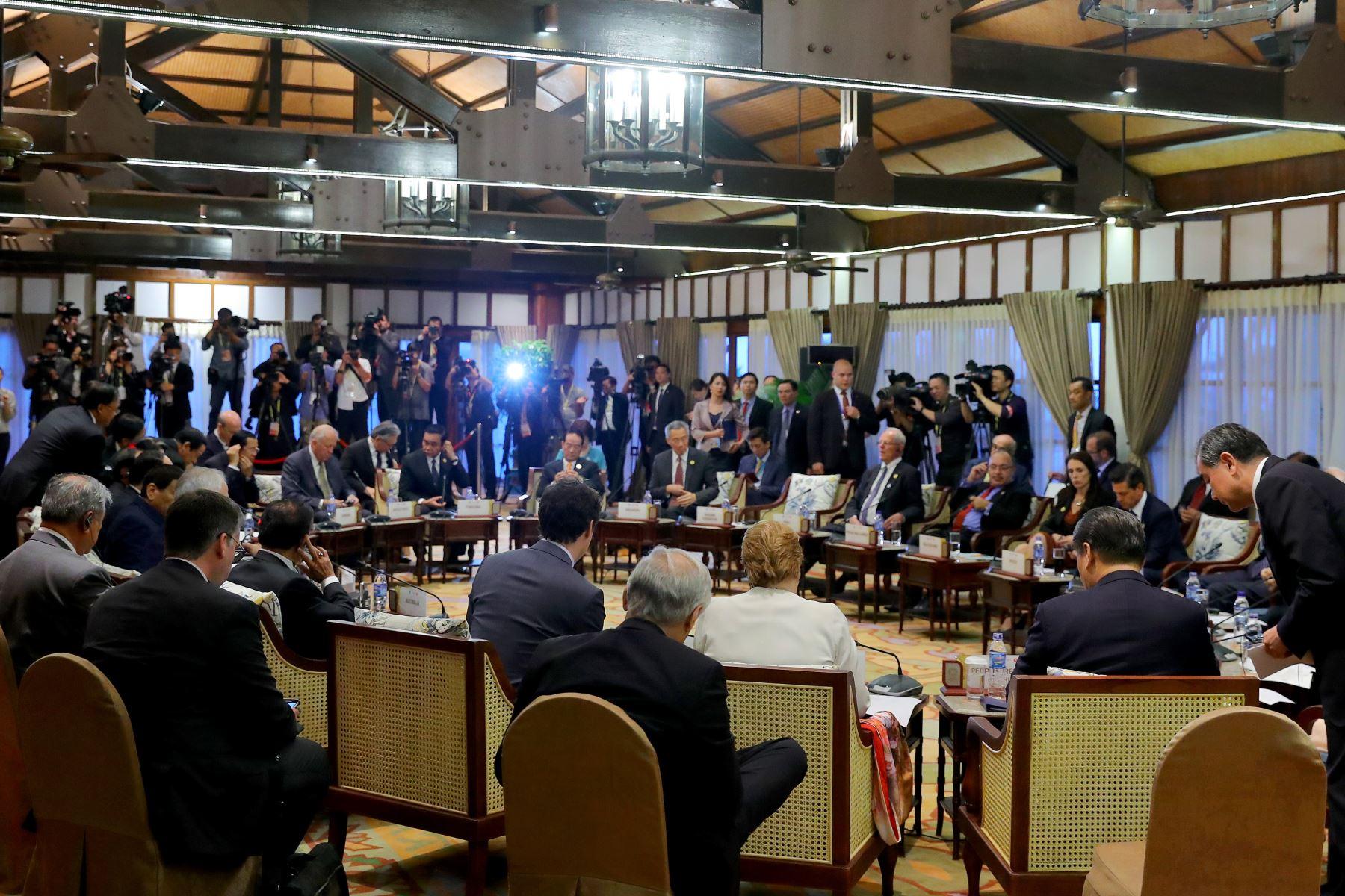 Mandatario peruano participó en diálogo informal con los jefe de Estado de la Asociación de Naciones del Sudoeste Asiático - ASEAN.  Foto: ANDINA/Prensa Presidencia