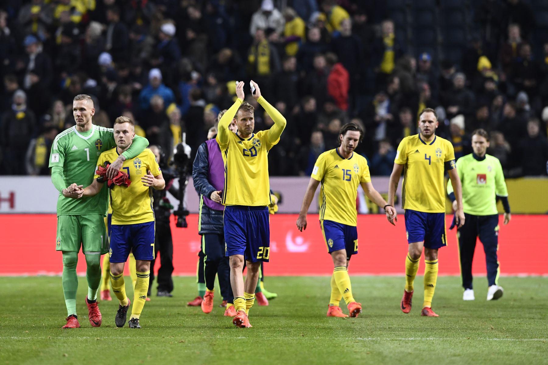 Suecia celebra el triunfo ante Italia por el repechaje europeo. Foto: AFP.