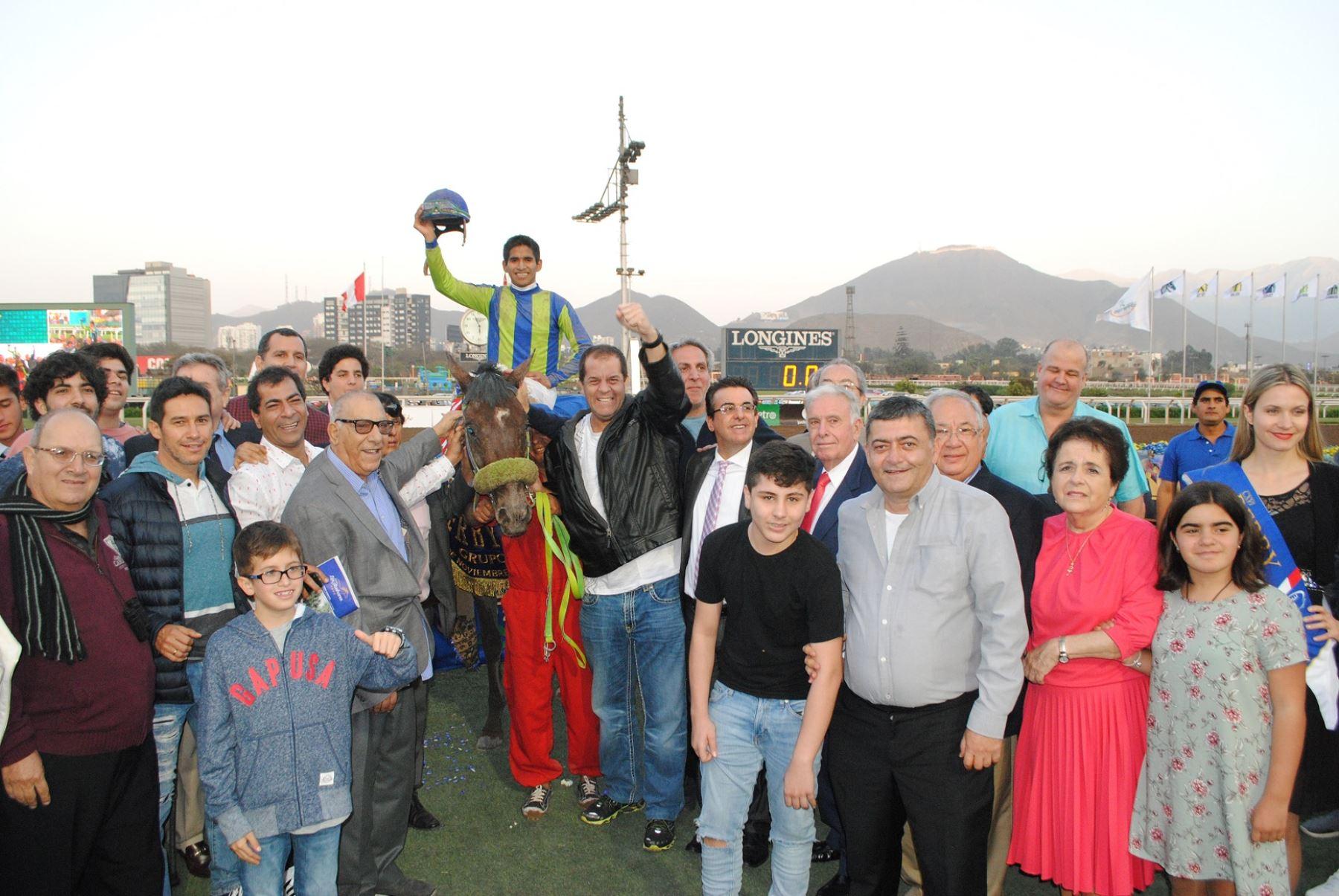 Resultado de imagen para Golden Leaf ganó el Derby Nacional en Monterrico