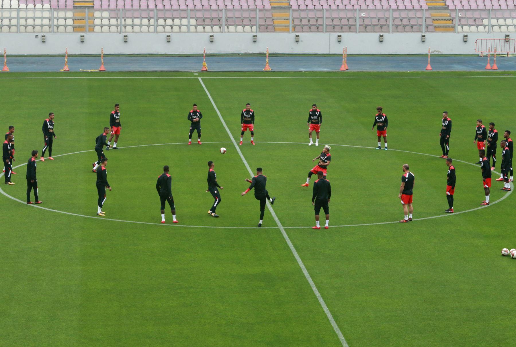 Entrenamiento de la selección peruana de fútbol en el Estadio Nacional. Foto: ANDINA/Norman Córdova.