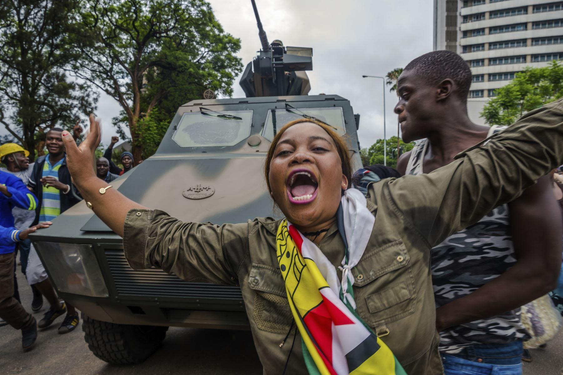 Manifestaciones que exigen la renuncia del presidente de Zimbabue. Foto: AFP