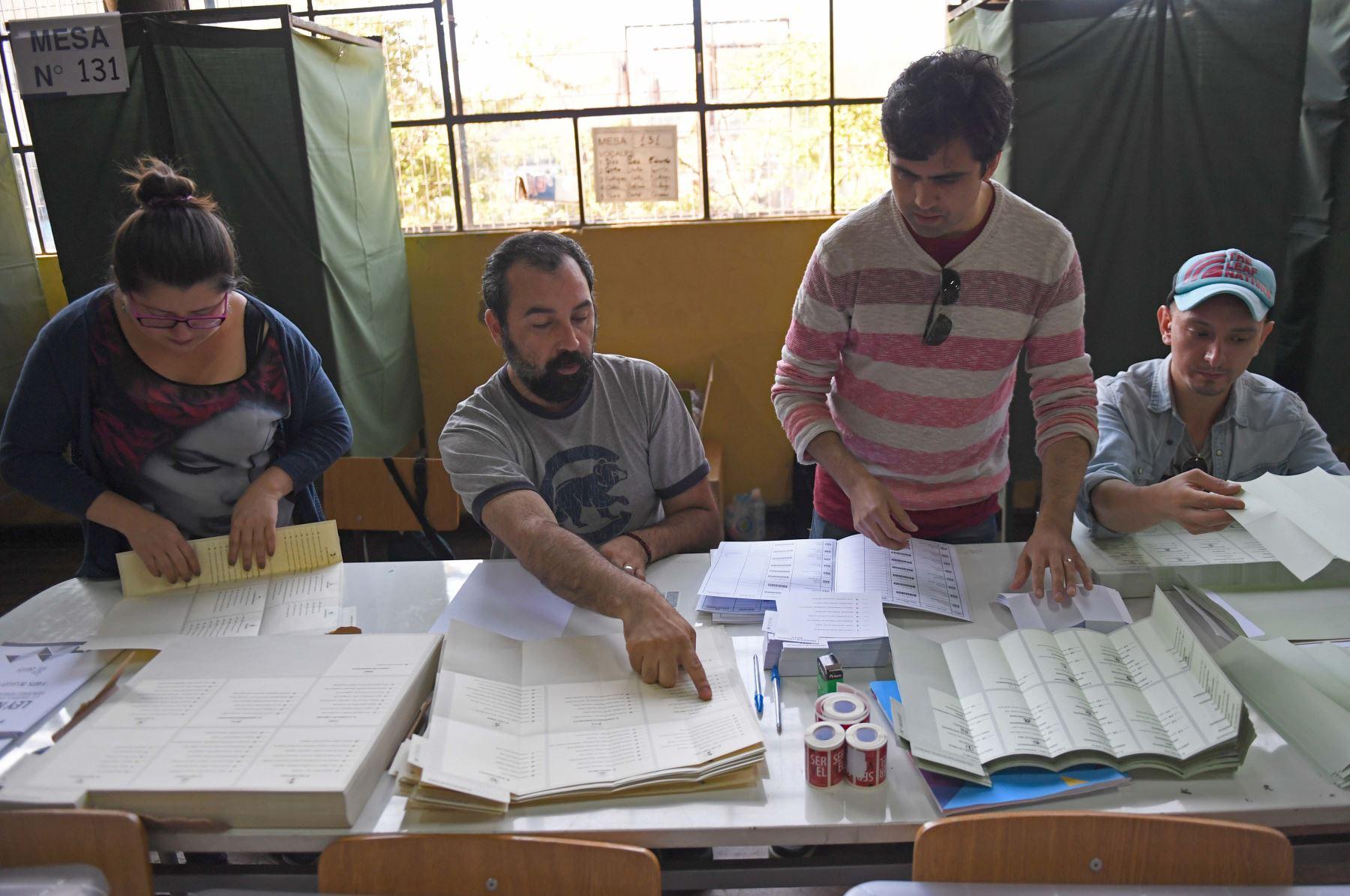 Preparativos por las elecciones presidenciales en Santiago de Chile.Foto:AFP