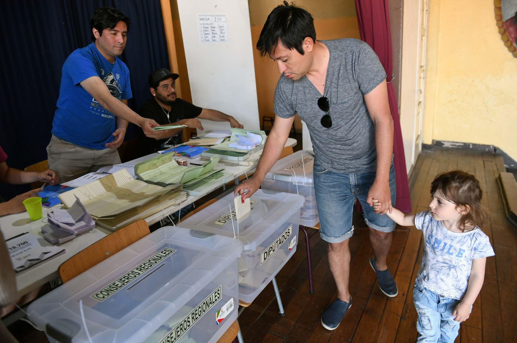Chile: ciudadanos acuden a las urnas para elegir al sucesor de Bachelet.Foto:AFP