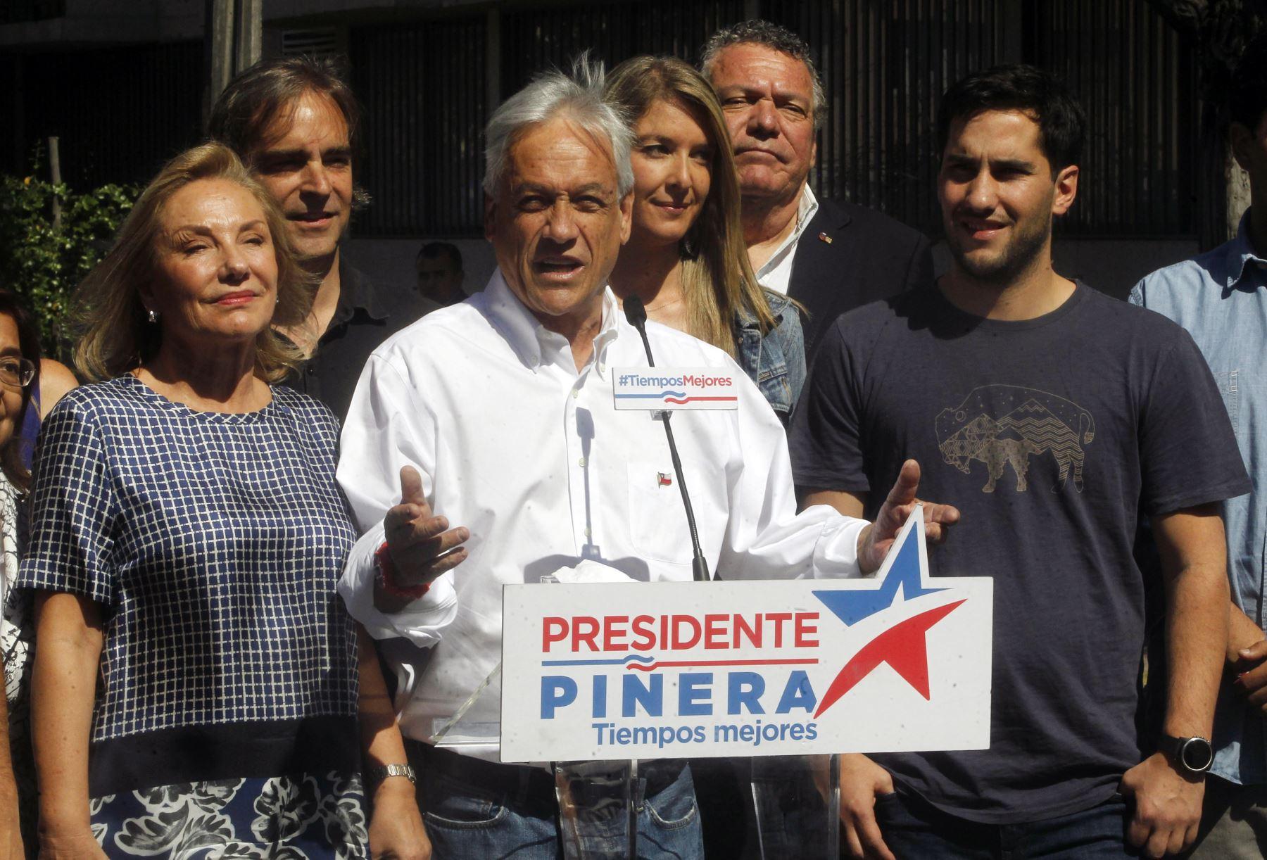 El candidato presidencial chileno Sebastián Piñera en conferencia de  prensa durante las elecciones nacionales. Foto:AFP