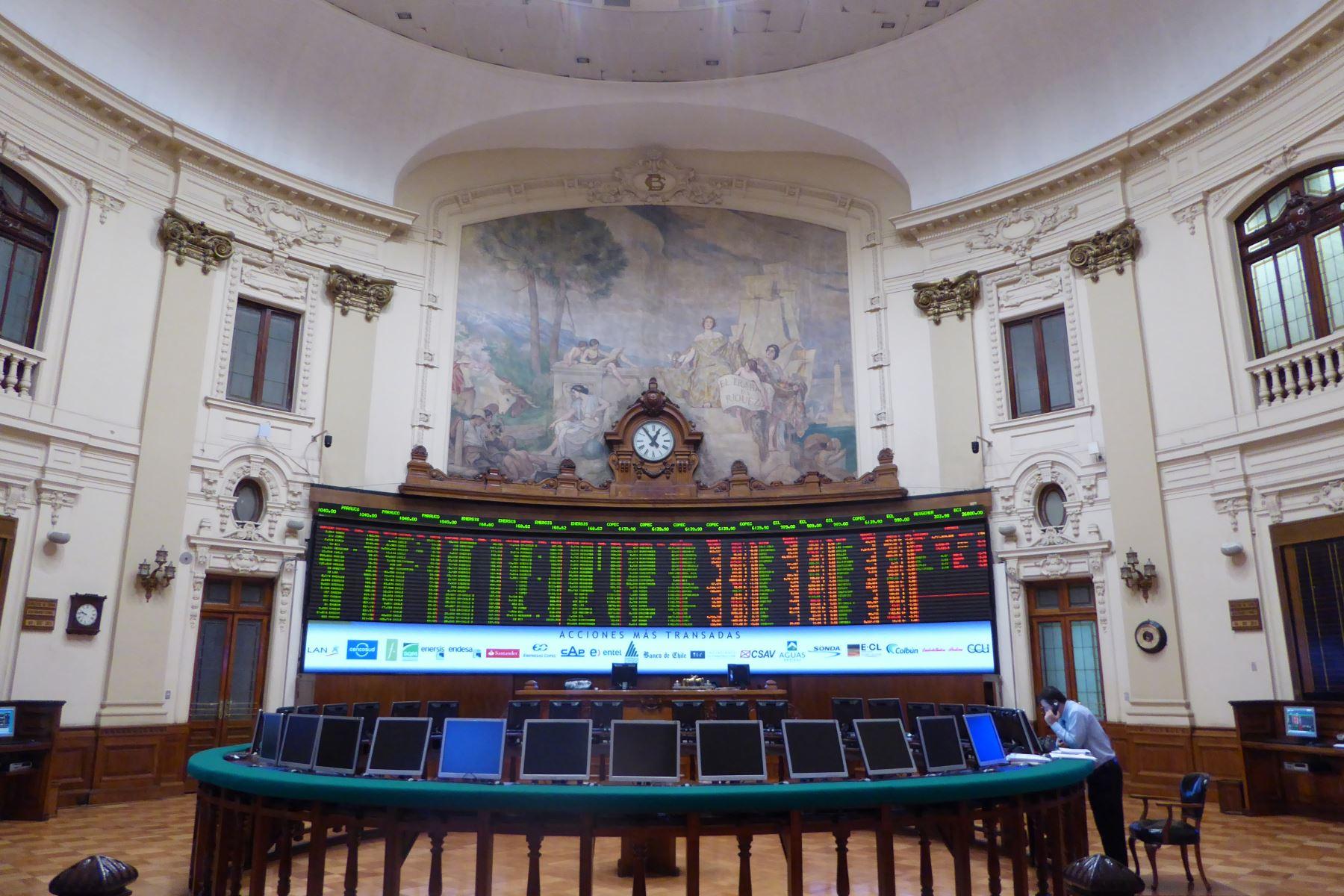 Bolsa de Santiago se desploma 5,86 % tras elecciones presidenciales en Chile