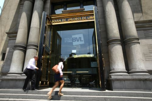 Frontis de la Bolsa de Valores de Lima. ANDINA/Melina Mejía