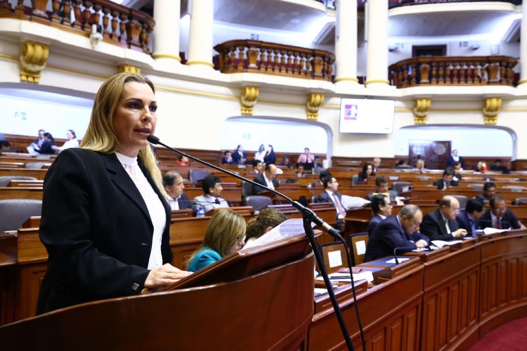 Titular del Midis, Fiorella Molinelli, durante su exposición en el Congreso de la República.