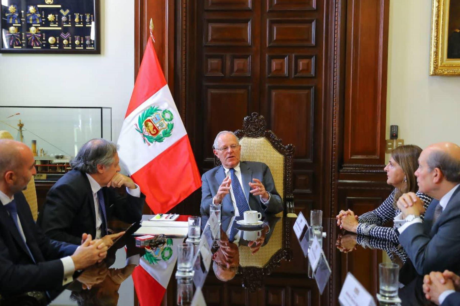 El Presidente Pedro Pablo Kuczynski, recibe al secretario general de la OEA, Luis Almagro en Palacio de Gobierno. Foto: ANDINA/ Prensa Presidencia