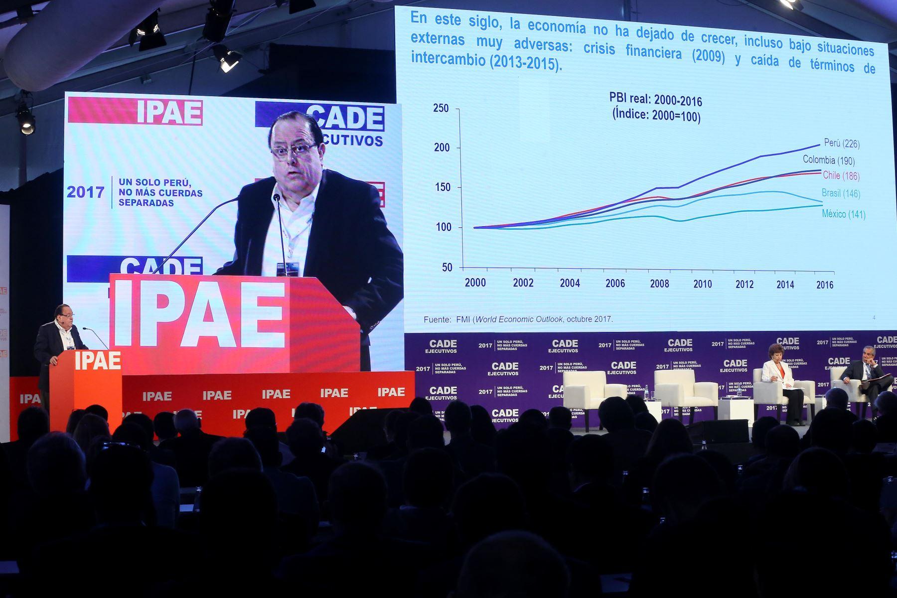 LIMA,PERÚ-NOVIEMBRE 29. Presidente del Banco Central de Reservas del Perú, Julio Velarde, expone en el CADE Ejecutivo 2017. Foto: ANDINA/Luis Iparraguirre