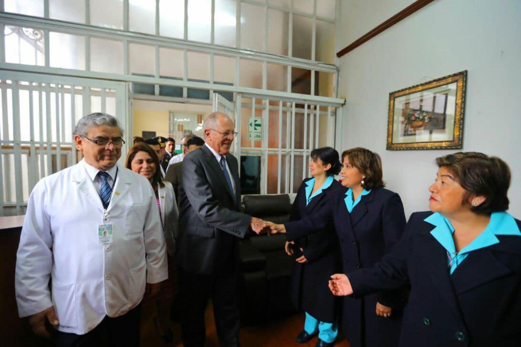 El presidente de la República, Pedro Pablo Kuczynski, visita el hospital Arzobispo Loayza. Foto: ANDINA/ Prensa Presidencia