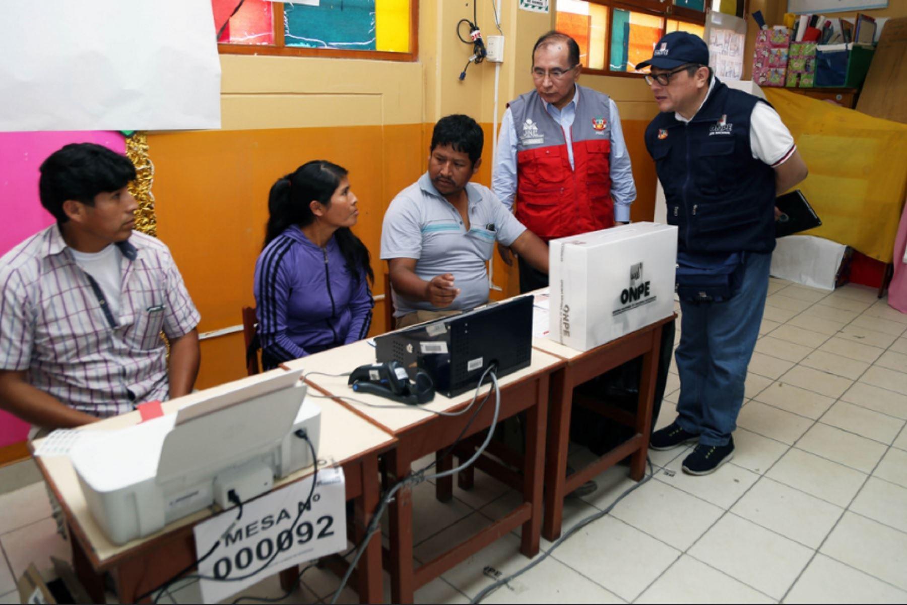 Resultado de imagen para Voto electrónico se aplicará a mayor escala en comicios regionales y ediles 2018