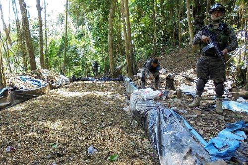 Como resultado de un operativo terrestre de interdicción contra el tráfico de drogas en el Valle de los ríos Apurímac, Ene y Mantaro (Vraem), los agentes del Frente Policial en la zona, quienes contaron con el apoyo del Ejército Peruano, destruyeron tres laboratorios de pasta básica de cocaína (PBC) en el centro poblado Teresa, ubicado en el distrito cusqueño de Pichari. ANDINA/Difusión