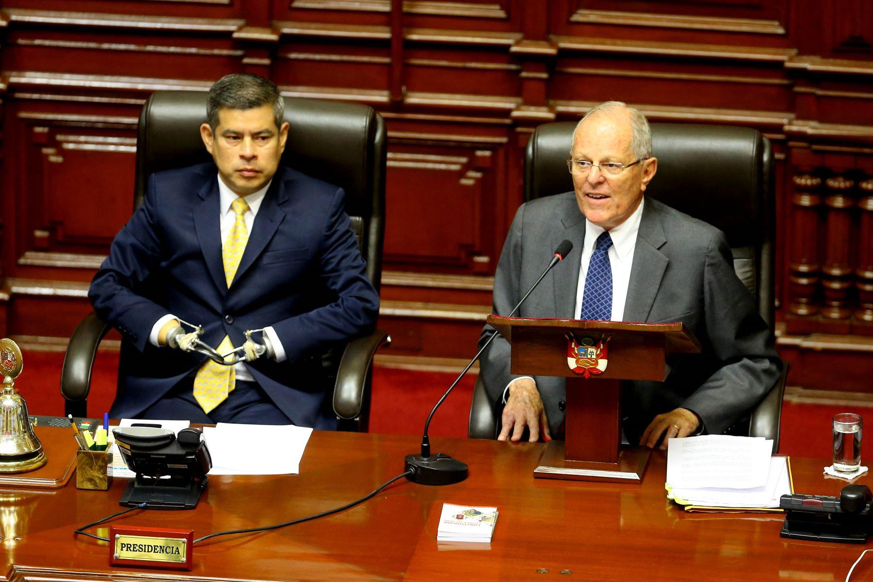 Peru lawmakers end debate on ousting president