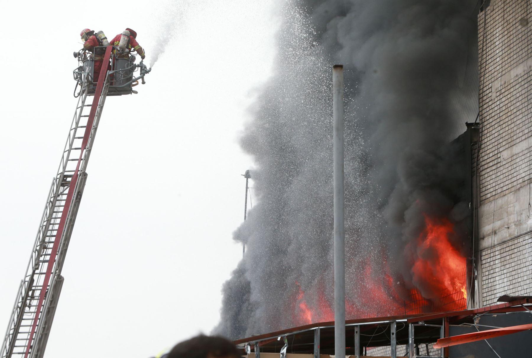 Cercado de Lima: dos menores habrían fallecido durante incendio en Jr. Huánuco