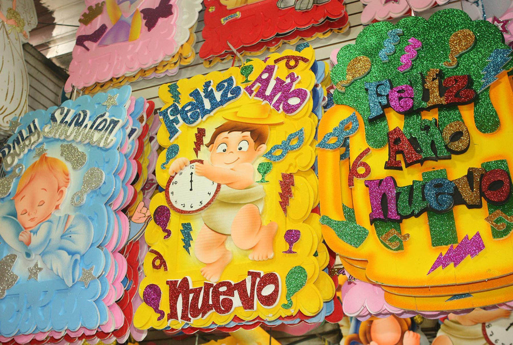 Mesa Redonda ofrece el cotillón necesario para celebrar llegada del nuevo año. Foto:ANDINA/Héctor Vinces
