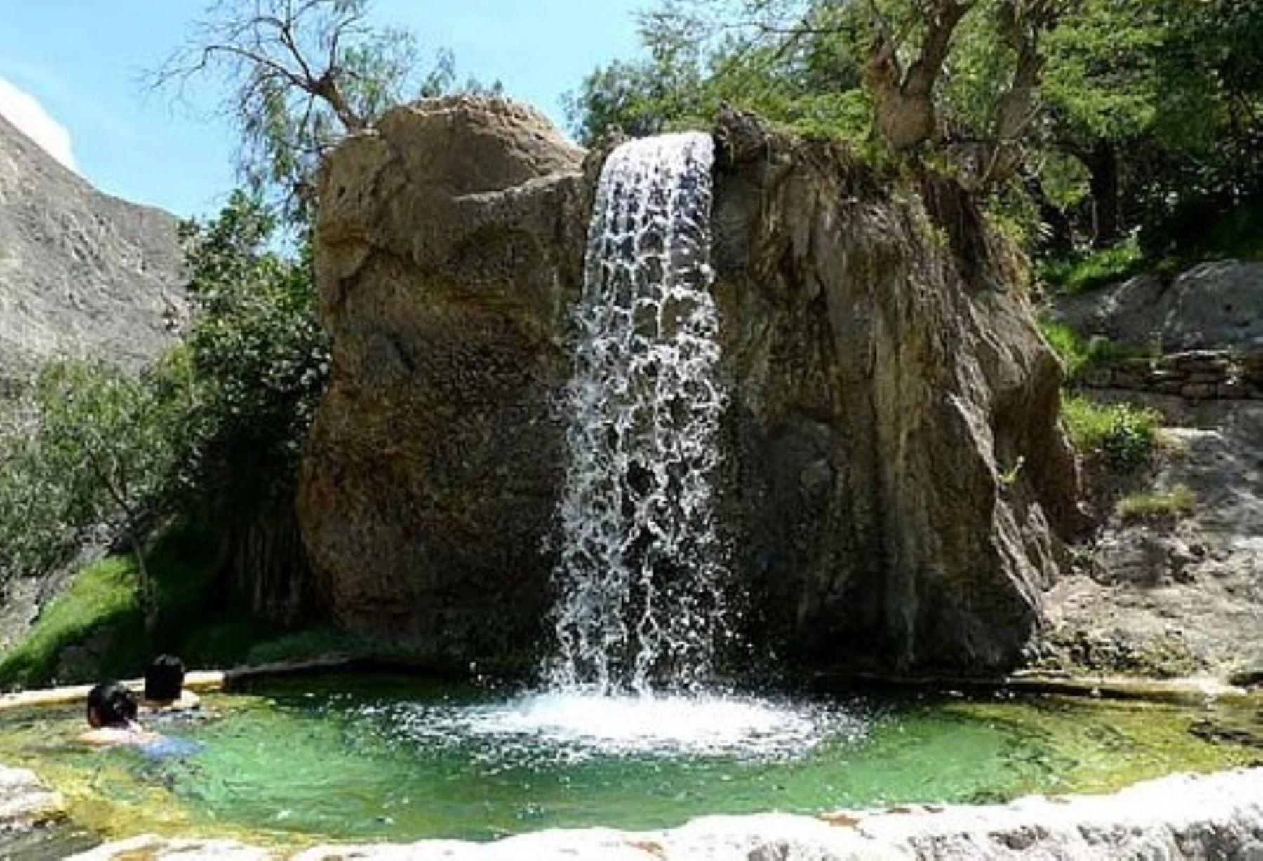 El termalismo en la provincia limeña de Oyón tiene como máximos exponentes a los baños termales de Churín, ubicados en el distrito de Pachangara.