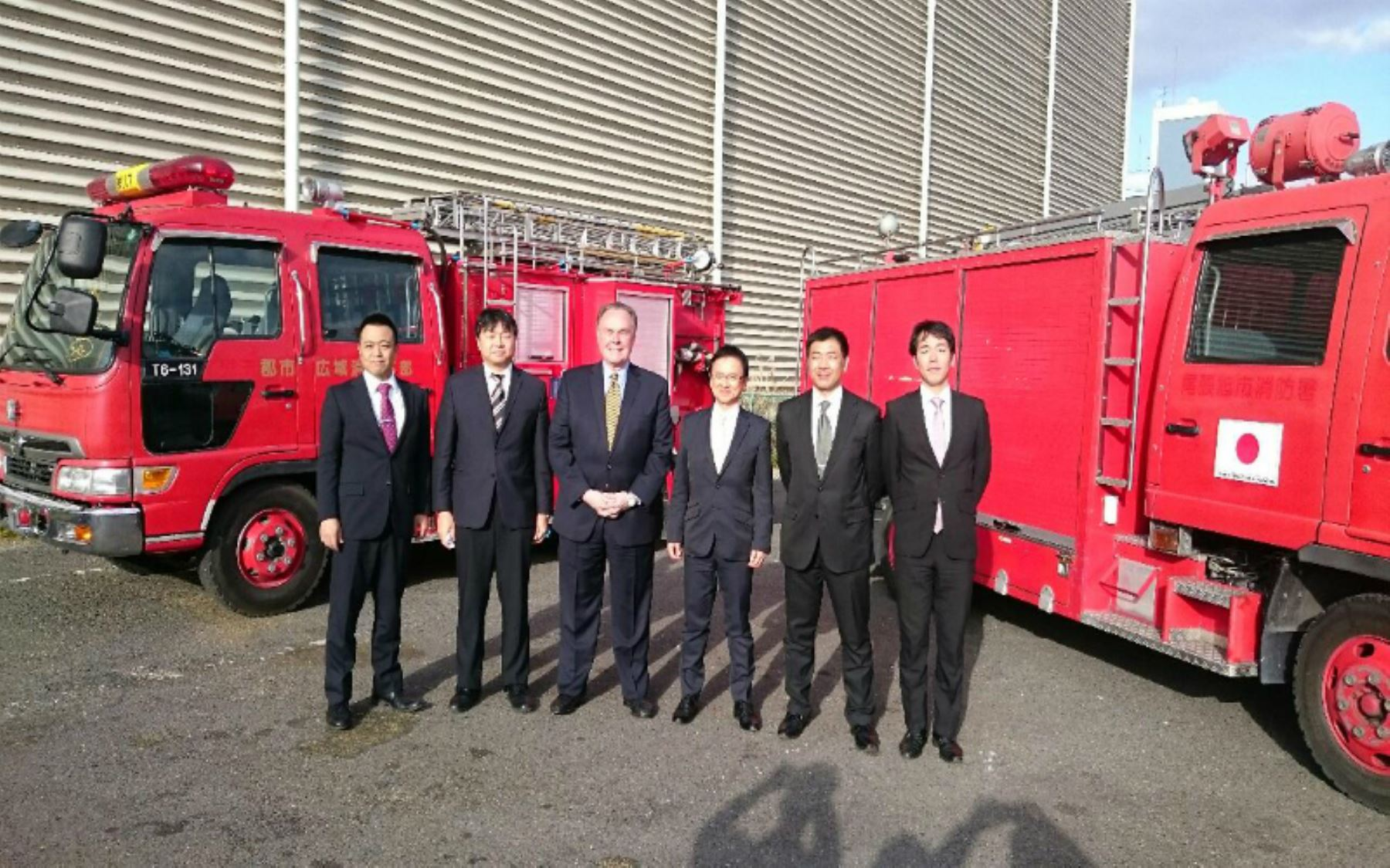 Japan donates mobile units to Peruvian firefighters