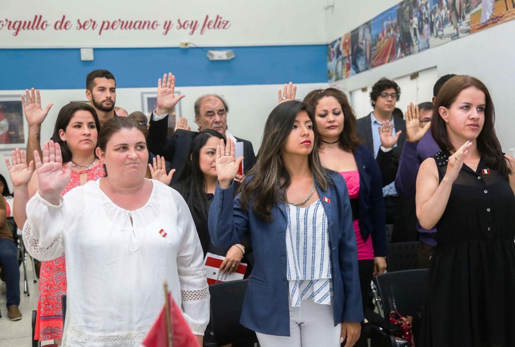 428 ciudadanos extranjeros se nacionalizaron peruanos el último año. Foto: ANDINA/Difusión.