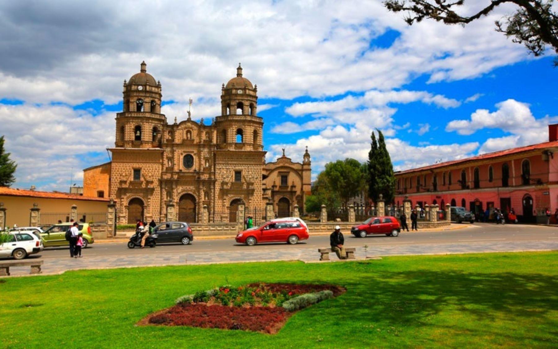 La ciudad de Cajamarca fue elegida como uno de los mejores 18 destinos del planeta para visitar este año por la cadena de noticias CNN de los Estados Unidos, que destaca su cultura expresada en la belleza arquitectónica de las edificaciones incaicas e iglesias católicas de estilo barroco, así como sus espectaculares paisajes andinos.