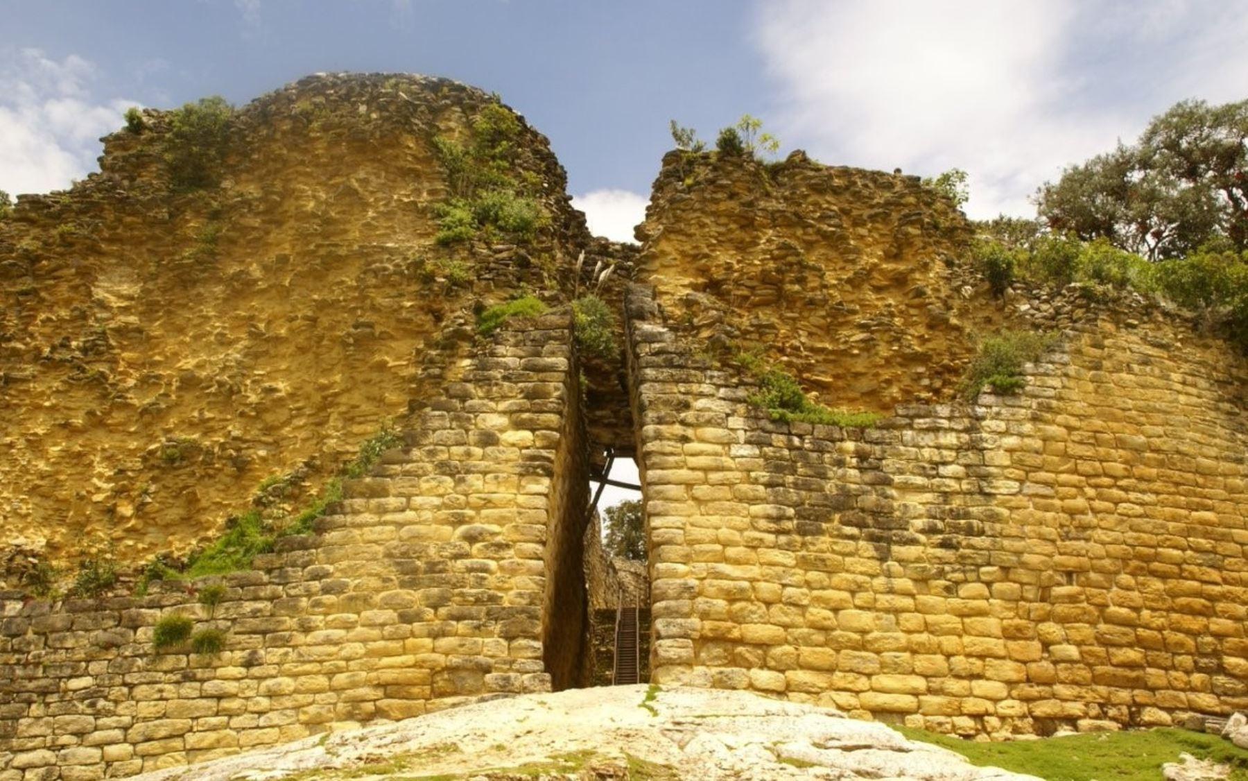 El número de visitantes a la ciudadela fortificada de Kuélap, ubicada en la región Amazonas y, comparada por su belleza arquitectónica con Machu Picchu, llegó en 2017 a casi 103,000 personas, cifra que duplicó lo registrado en 2016 y posicionó a este atractivo como uno de los principales destinos turísticos del Perú.
