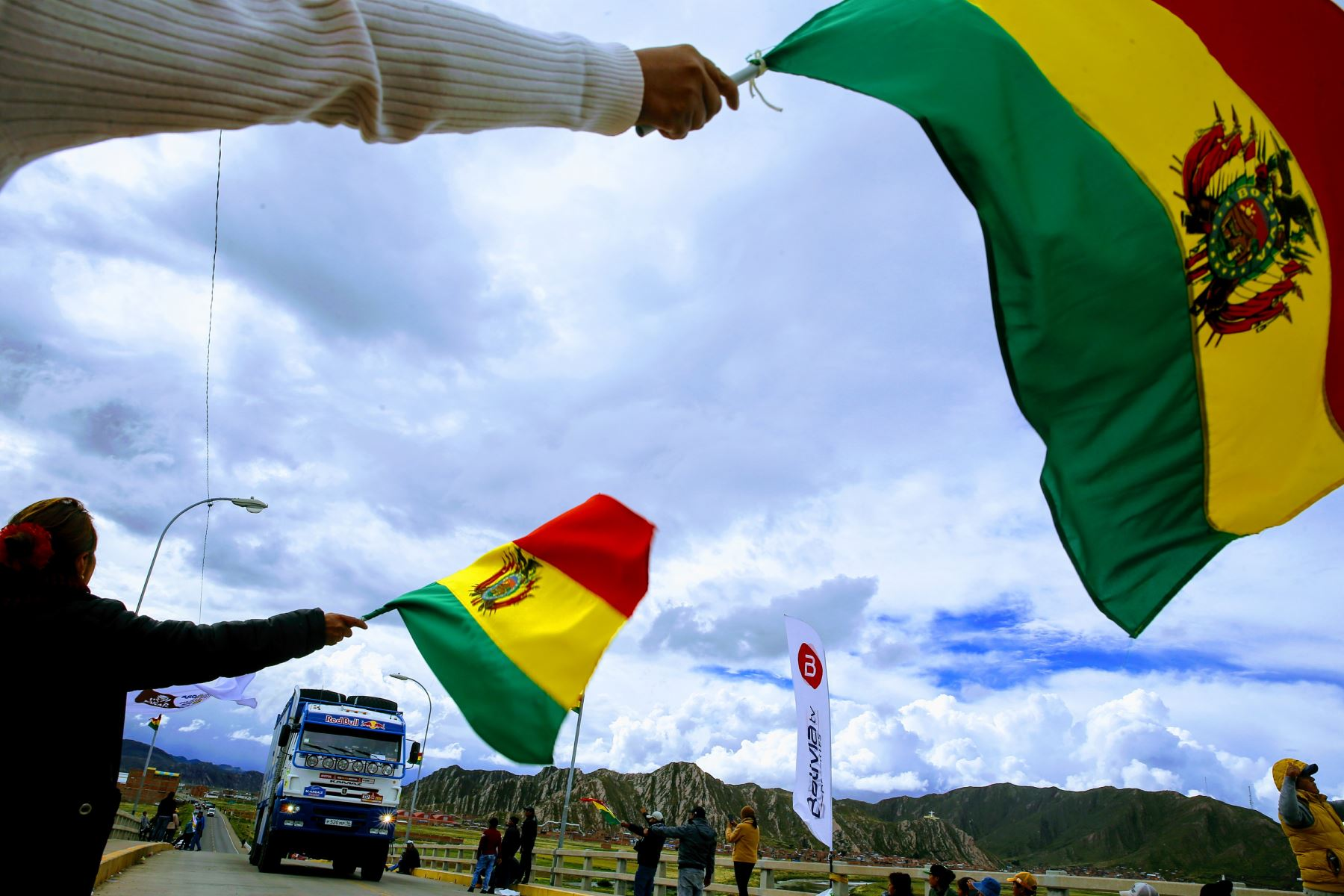 PUNO-PERÚ-11-ENERO. Corredores del Dakar 2018 se trasladan a Bolivia para continuar con las etapas del rally. Foto: ANDINA/Luis Iparraguirre