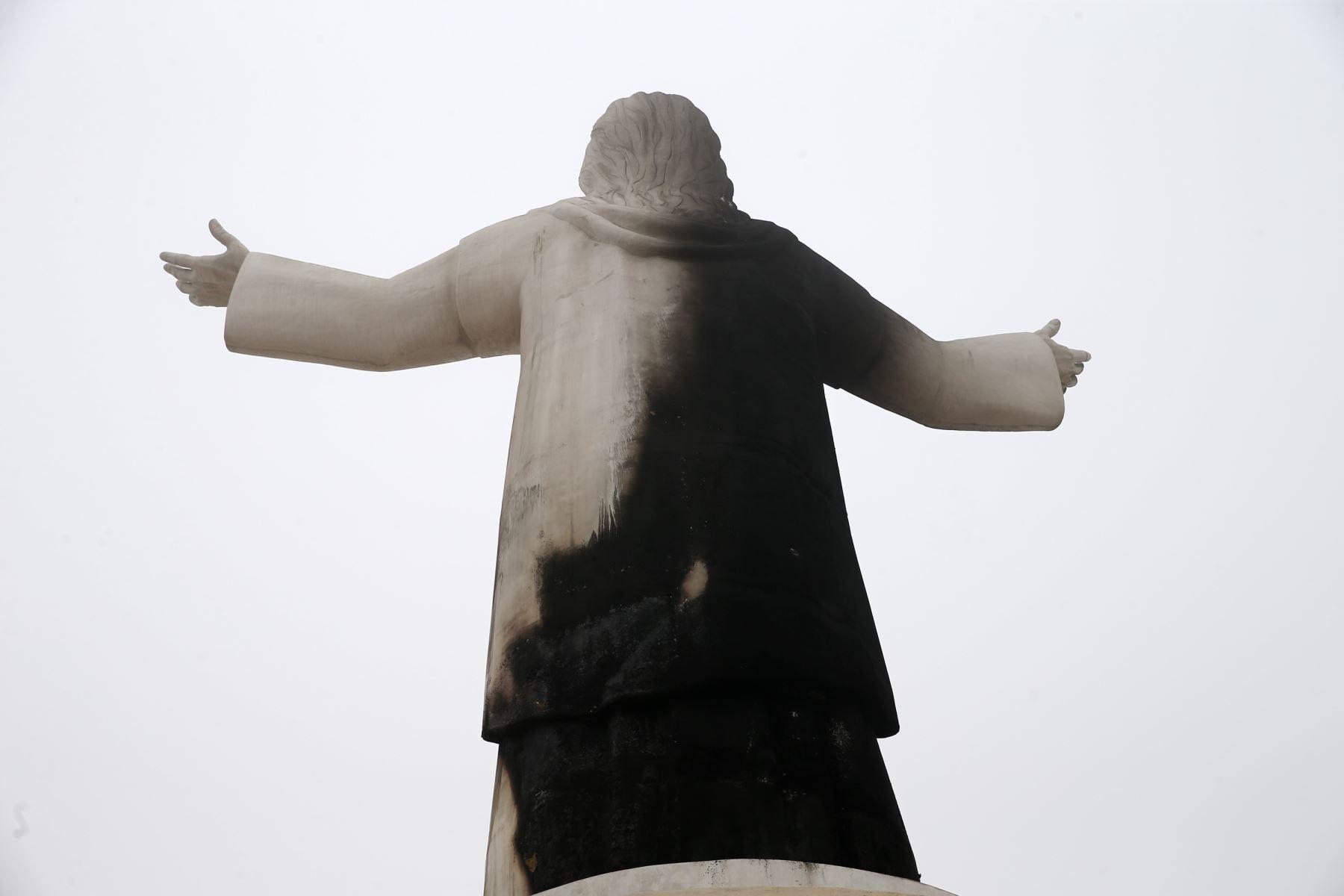 Incendio se registró esta madrugada en el Cristo del Pacífico en Chorrillos
