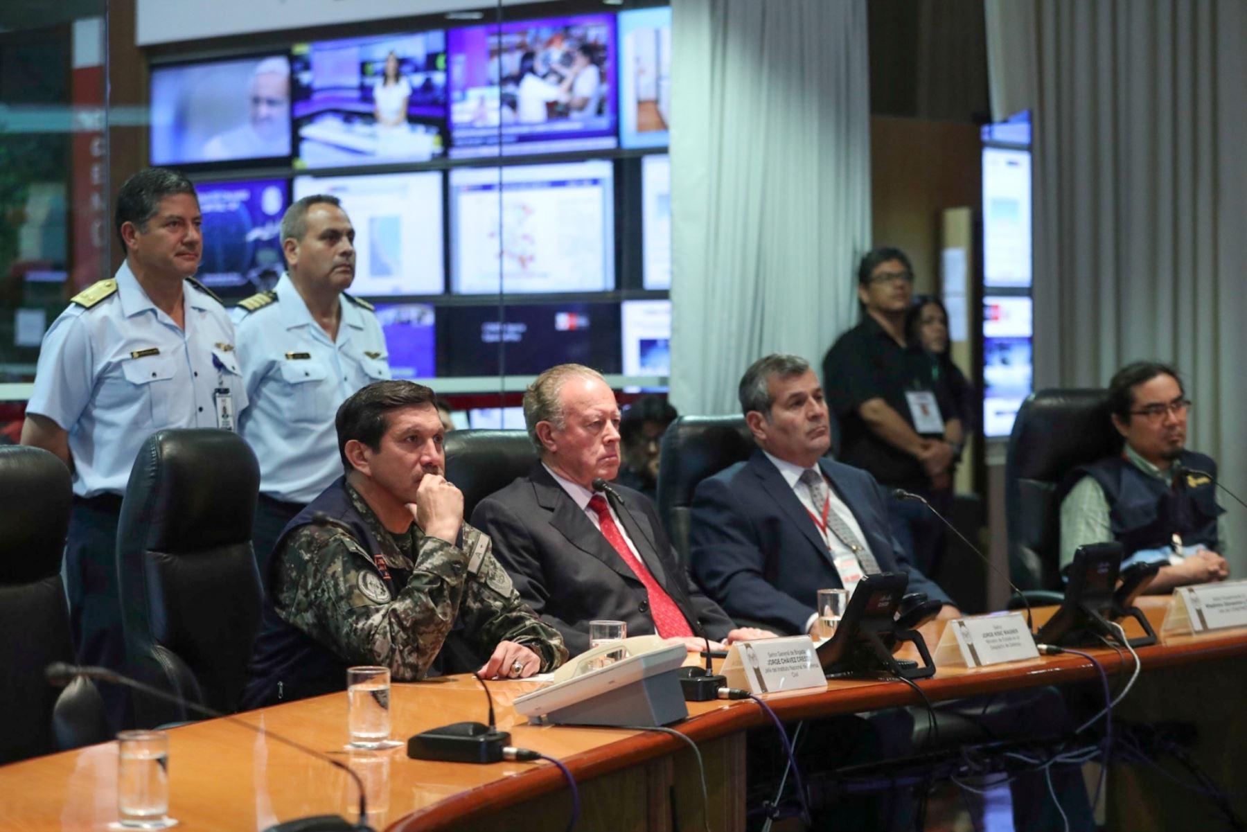 Ministro de Defensa tuvo su primera reunión de coordinación con el COEN. Foto: Difusión.