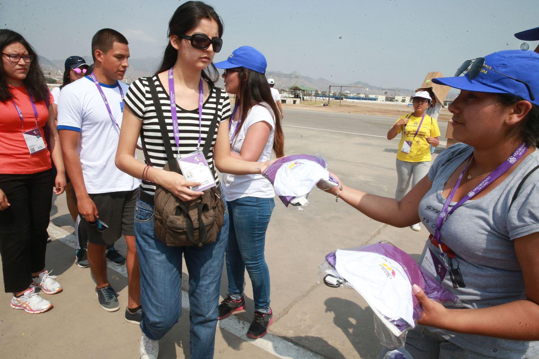 LIMA,PERÚ-ENERO 13. Realizan simulacro de desplazamiento en La base aérea Las Palmas, lugar donde se llevará a cabo la misa con el Papa Francisco. Foto: ANDINA/Vidal Tarqui