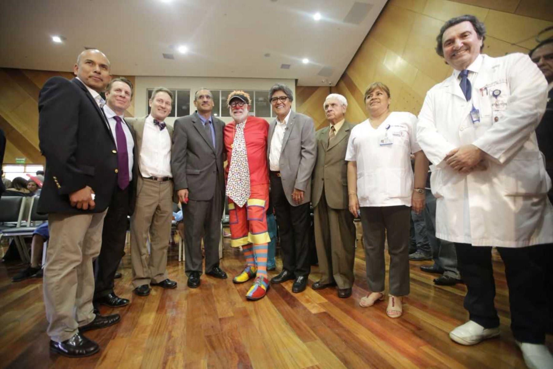 Ministro Salinas destaca apoyo de médicos norteamericanos en cirugías reconstructivas