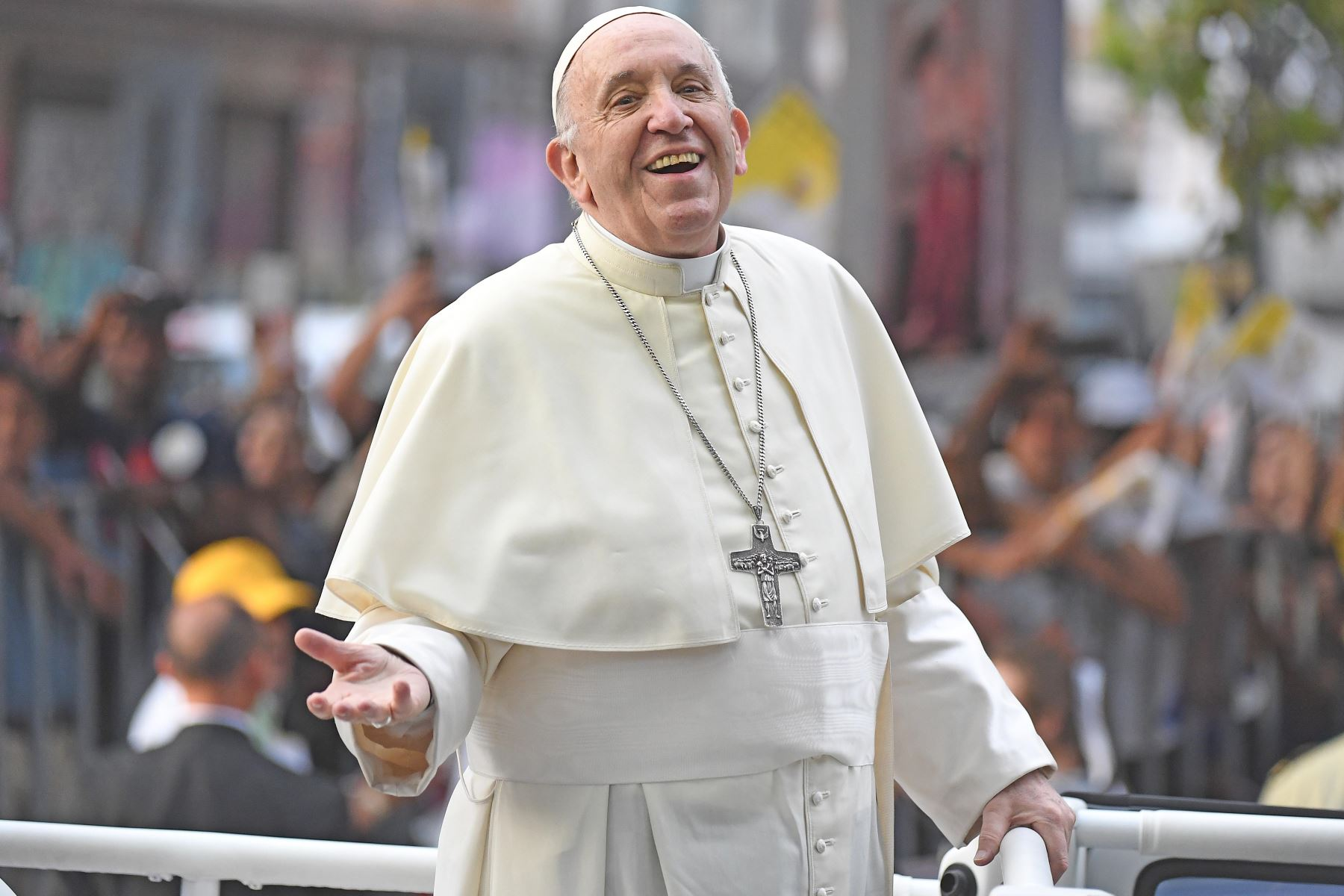 Pope draws crowd to Chile Mass, also protests