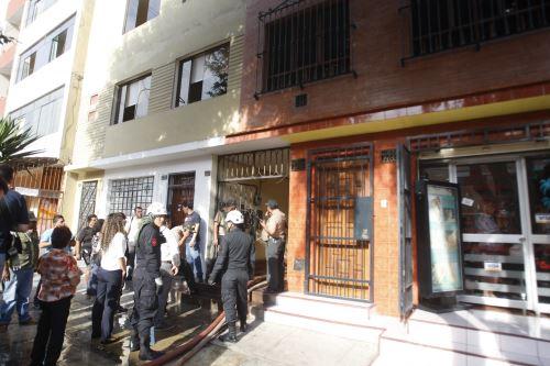 Bomberos controlaron el incendio de una vivienda ubicada en Lince Foto:  ANDINA/Eddy Ramos.