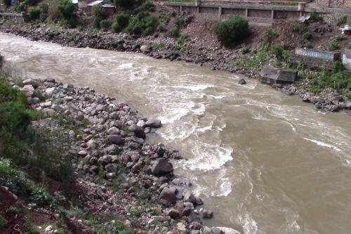 Un conductor desapareció y cinco personas, entre ellos dos niños, quedaron heridos tras el despiste y vuelco de un auto en el kilómetro 181 de la carretera Huancayo-Huancavelica, a la altura del distrito de Cuenca, en circunstancias que se registraba una intensa lluvia.
