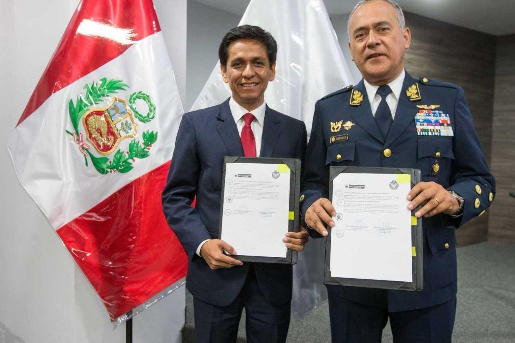 El Ministerio de Desarrollo e Inclusión Social (Midis) y la Fuerza Aérea del Perú (FAP) implementarán estrategias conjuntas para mejorar la calidad de vida de la población más vulnerable de todo el territorio nacional, gracias a la firma de un Convenio Marco de Cooperación Interinstitucional.