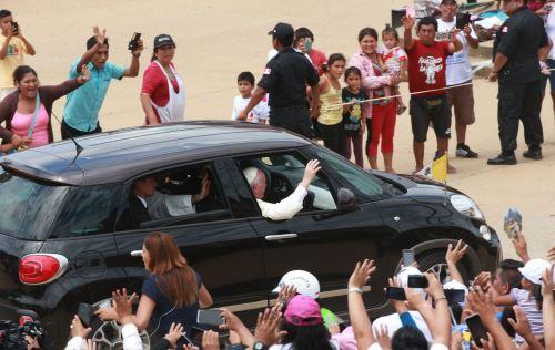 Llegada del Papa Francisco a Coliseo Puerto Maldonado