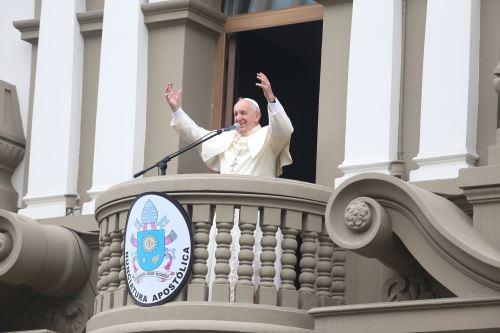 Fieles recibieron el saludo del Papa Francisco en la Nunciatura