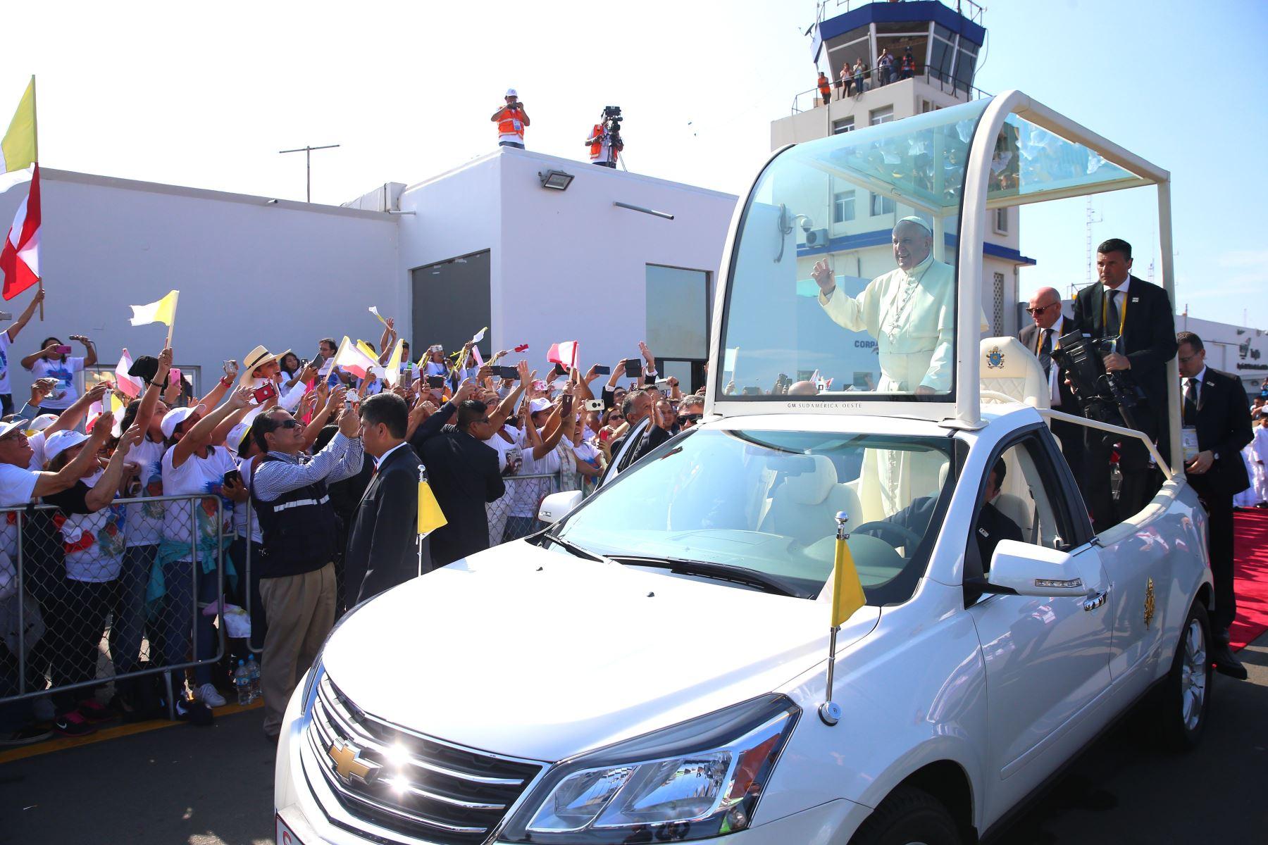 Francisco llegó a Trujillo y dará una misa en la playa